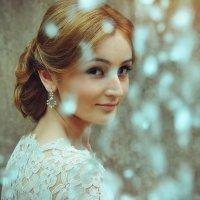 девушка у фонтана... :: Батик Табуев