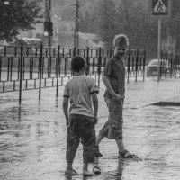 Лето дождливое, детство босоногое... :: Павел Данилевский