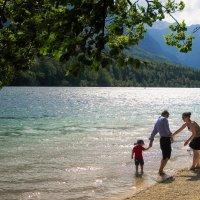Всей семьей....на озеро, в горы.... :: Светлана Игнатьева