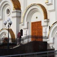 Перед входом в храм :: Екатерина Торганская