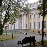 Гомель-в парке дворец Румянцевых и Паскевичей :: yuri Zaitsev