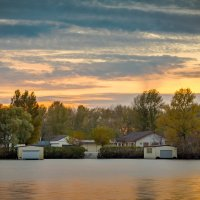 Дом у реки :: Artem Zelenyuk