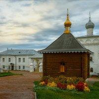 Внутренний двор Никольского монастыря... :: Александр Никитинский