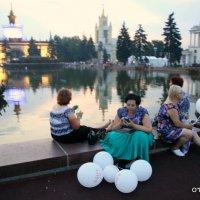 и взрослые играют в шарики :: Олег Лукьянов