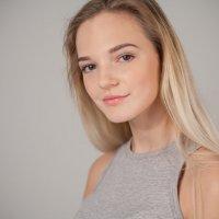 Красивая девушка :: Павел Пироговский