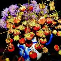 Цветы и ягоды в букете :: Валентина Пирогова
