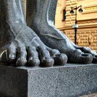Гранитные ноги Атлантов. :: Владимир Ильич Батарин