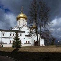на территории монастыря :: Валентина Папилова