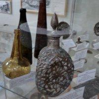 В Краеведческом музее г. Люберцы (18....года старинные бутылки :: Ольга Кривых