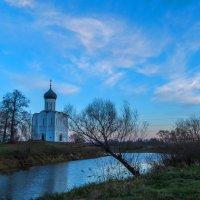 Вечер у храма Покрова-на-Нерли :: Сергей Цветков