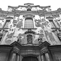 В дверях храма :: M Marikfoto