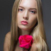 Девушка с Розой :: Женя Кадочников