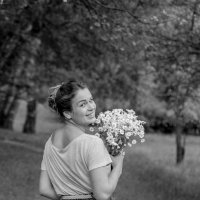 Девушка с букетом :: Oksana