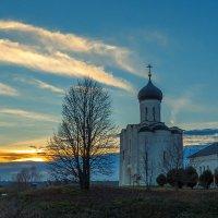 Вечер у храма :: Сергей Цветков