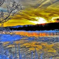 Зимний восход на реке :: Сергей Чиняев