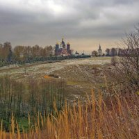 Осенняя пора для Свенского монастыря :: Дубовцев Евгений
