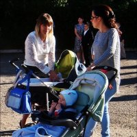 Три мамочки и детки :: Нина Корешкова