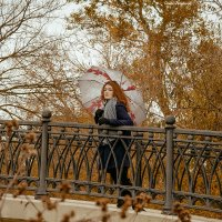 La fille sur le pont. :: Сергей Гутерман