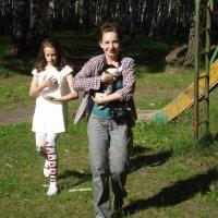 Когда фотограф учит модель держать кролика :: Нина