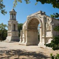Арка и мавзолей Les Antiques :: Руслан Гончар