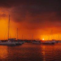 Закат,дождь,яхты и о.Маврикий! :: Александр Вивчарик