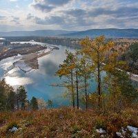 Вид на реку с утёса :: Анатолий Иргл