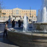 Возле фонтана на пл.Синтагма. :: Оля Богданович