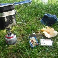 завтрак на рыбалке :: Евгений Гузов