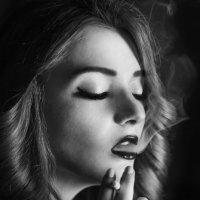 дым сигарет с ментолом :: Полина