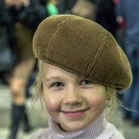 Дедушка, козырьком назад - значит фотографировать? :: Валерий Рыкунов