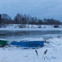 Лодки на берегу Дубны. :: Виктор Евстратов