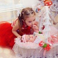Алиса со своей маленькой сестренкой) Как она ее любит) :: марина алексеева