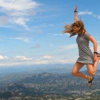 Полёт эмоций. Прыжок в небес бескрайнюю долину. :: Николай Ярёменко