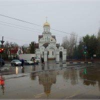 Пересечение улиц Советской и Пугачёвской. Весь день дождь. :: Anatol Livtsov