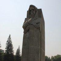 Свадебная церемония у монумента :: Наталья Золотых-Сибирская