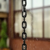Сквозь звенья брызги первого осеннего дождя :: Марина Щуцких