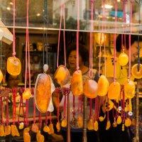burst of orange color in the street :: Sofia Rakitskaia