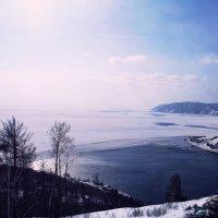 Замерзшие воды Байкала и вечно живая Ангара. Встреча :: Нина