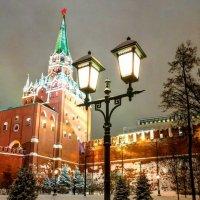 Ночь, улица, фонарь и Кремль. :: Константин Поляков