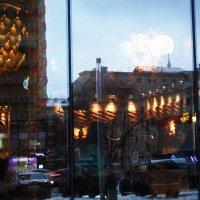 Отражение городской суеты. :: Лара ***