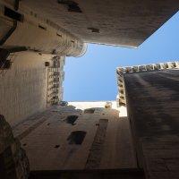 Голубое небо замка Тараскон :: Руслан Гончар