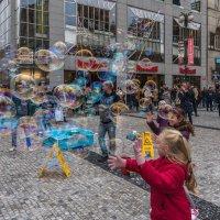 Пузырьки счастья.. :: Виктор Льготин