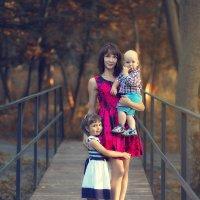 Дарина с детками :: Сергей