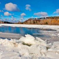 Последняя полоска незамёрзшей реки :: Анатолий Иргл