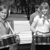 Две подружки-барабанщицы :: Дмитрий Никитин
