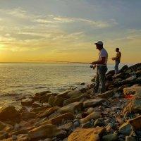 Рыбаки на закате солнца :: Игорь Карпенко