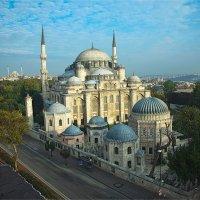 Вид на мечеть Шехзаде в Стамбуле ранним утром :: Ирина Лепнёва