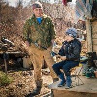Ну и как, сынок, ловится рыбка..? :: Сергей Щелкунов
