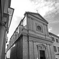 Несдвигаемый чемодан и церковь Св. Доменика :: M Marikfoto