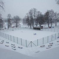 Теннисный корт ждет любителей здорового образа жизни :: Олег Фролов